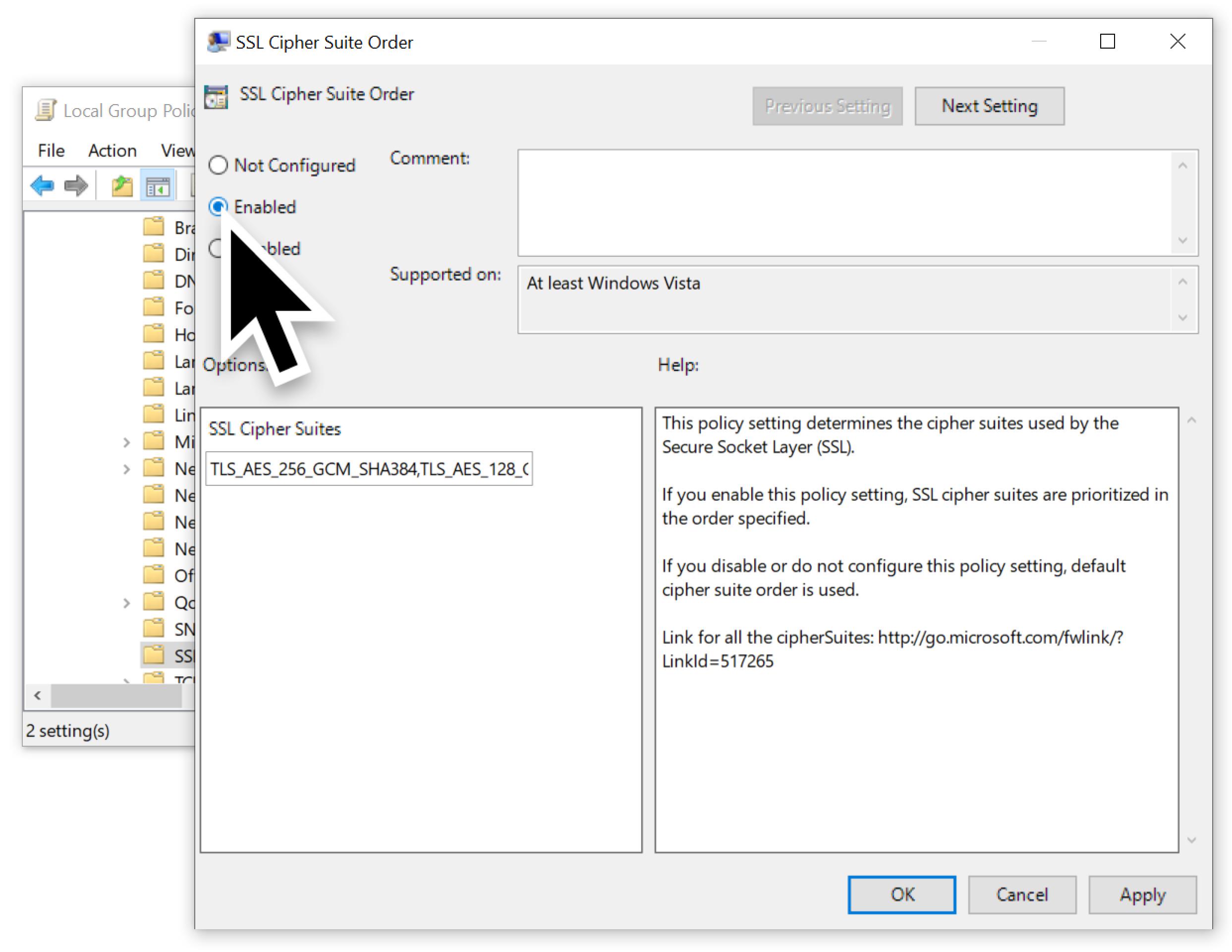 大きい黒矢印は [SSL暗号の順位] を有効化するためにクリックする場所を示しています。スクリーンショットの中の説明「このポリシー設定は、Secure Socket Layer(SSL)で使用する暗号を決定します。このポリシー設定を有効にした場合、指定されている順位で SSL 暗号が優先されます。」